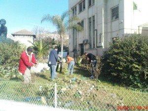 On veut des mandats réduits à une année !!! scandent les citoyens désabusés dans 1. AU JOUR LE JOUR Jardin-300x225
