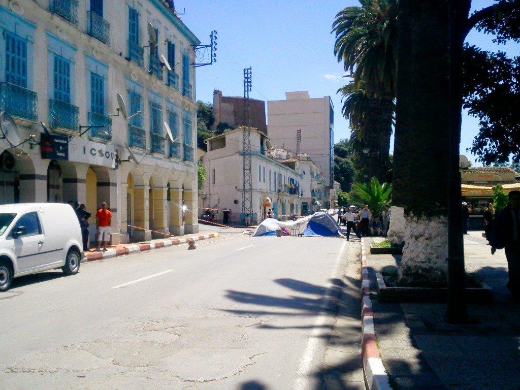 Le calvaire des habitants de l'avenue Ben Boulaid traine en longueur... dans 1. AU JOUR LE JOUR tentes_01